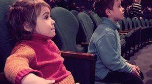 Как научить ребенка любить театр