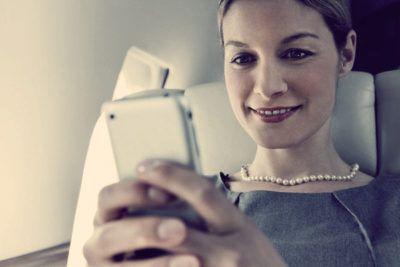смартфон в подарок на 8 марта