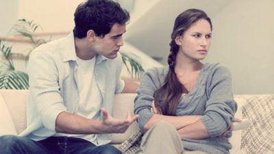 муж объясняет жене она обижена