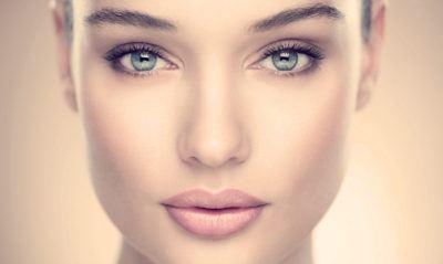 база под макияж на лице
