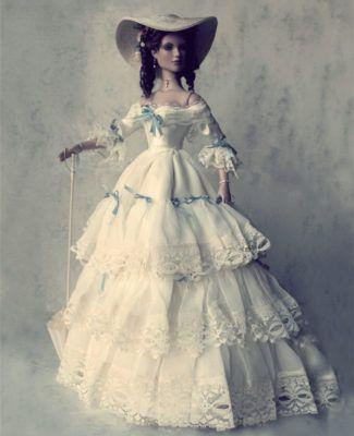 кукла антикварная в платье