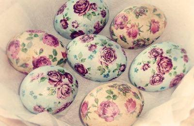 Красим яйца с помощью шелковых тканей