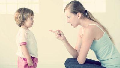 Как правильно воспитывать детей: излишняя опека