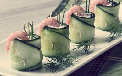 Салат в огурце для пикника
