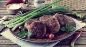 Котлеты из мясного фарша с кабачком и манкой