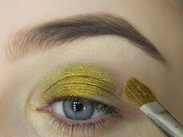 макияж с золотыми тенями для голубых глаз