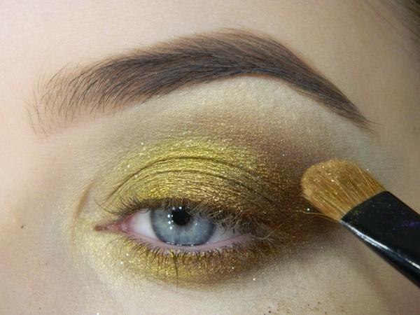 красивый вечерний макияж для голубых глаз фото