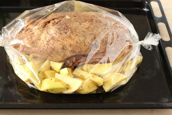 Утка с картофелем в духовке рецепт