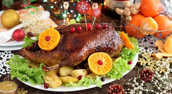 Утка, запеченная в духовке в рукаве с картошкой