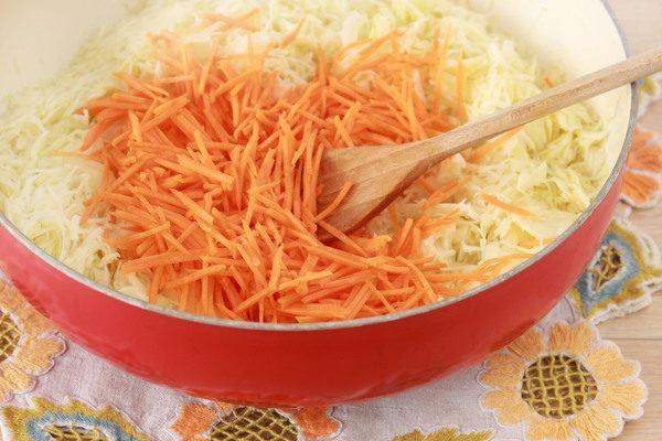 Капустный салат с морковью и уксусом «Как в столовой»