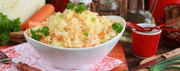 Салат из свежей капусты и моркови с уксусом и маслом: рецепт с фото