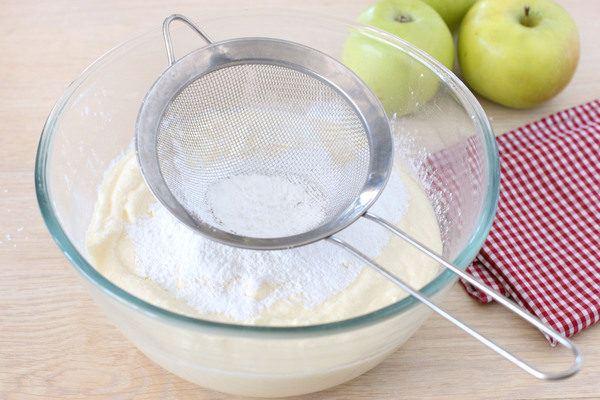 Запеканка из творога с яблоками - рецепт с фото