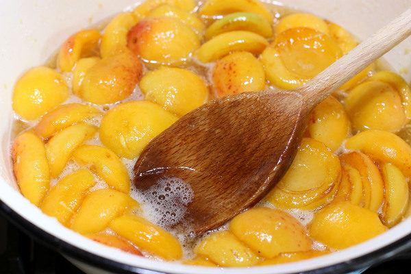 как сварить абрикосовое варенье без косточек дольками