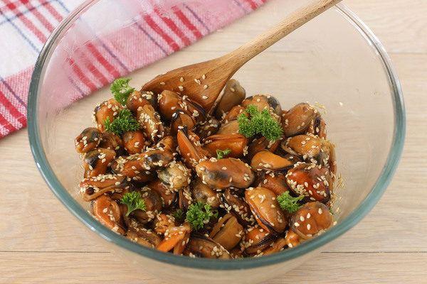 мидии в соевом соусе на сковороде