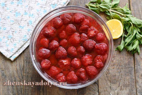 Клубничное варенье с целыми ягодами пятиминутка