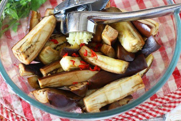Баклажаны в маринаде быстрого приготовления с чесноком